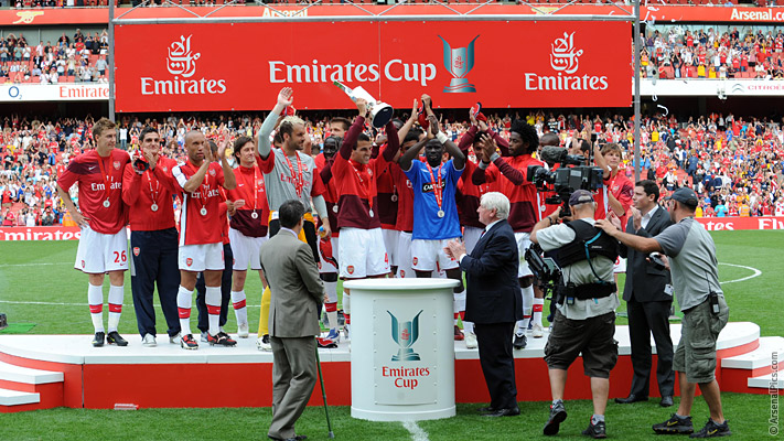 gun__1374485687_emirates_cup_winners_2009