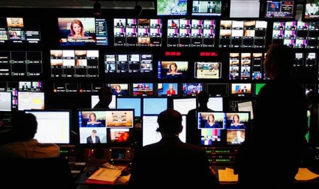 Περιφερειακές άδειες στην TV χωρίς… διαγωνισμό