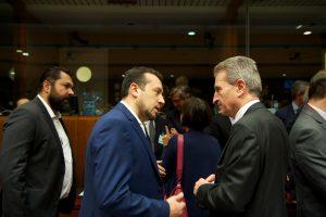 2.Ο Υπουργός Ψηφιακής Πολιτικής, Τηλεπικοινωνιών και Ενημέρωσης, Νίκος Παππάς με τον Ευρωπαίο Επίτροπο Ψηφιακής Οικονομίας και Κοινωνίας, Γκίντερ Έτινγκερ.