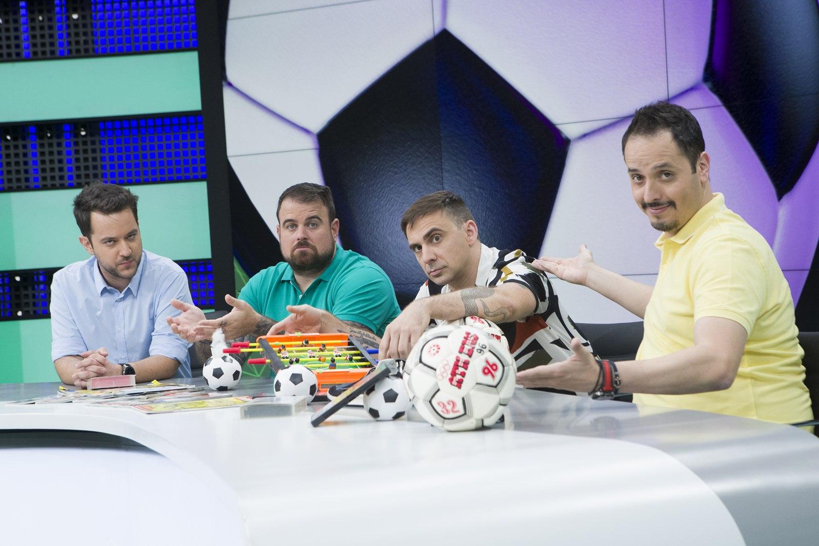 «Στο Πλεχτό»: η νέα χιουμοριστική εκπομπή για το ποδόσφαιρο, σε παραγωγή COSMOTE TV